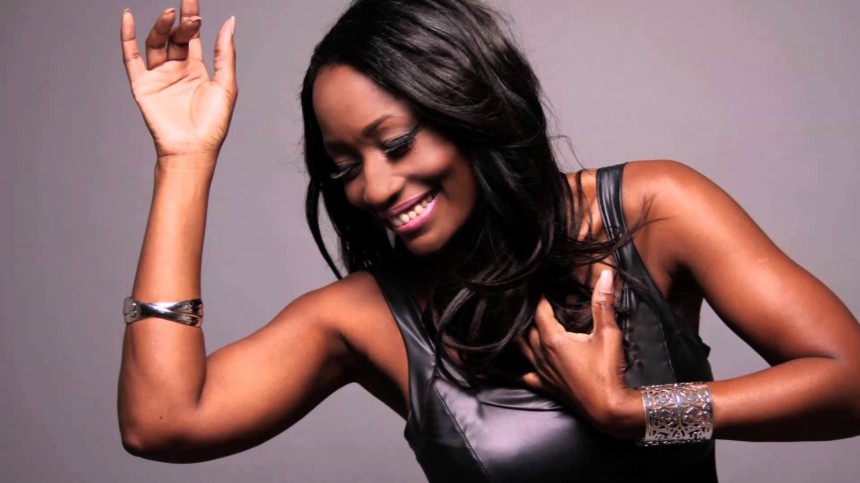 Michael Jackson ve Whitney Houston başta olmak üzere birçok ünlü sanatçının vokalistliğini yapan Della Miles