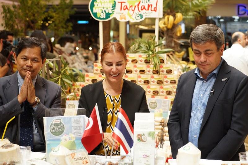 Demirhindi, Zerdeçal ve Taze Hindistan Cevizi meyvelerinin faydaları, nasıl seçilmesi gerektiği, kullanım alanları Sağlıklı Beslenme ve Diyet Uzmanı Taylan Kümeli'nin önerileri ve tarifleriyle anlatıldı.