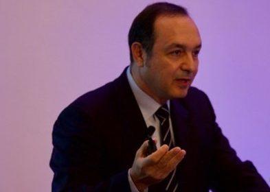 Dünya Çimento Birliği (World Cement Association) Başkanı Emir Adıgüzel, Türkiye çimento sanayinin ciddi bir kapasite fazlası problemiyle karşı karşıya kaldığını ve arz fazlası nedeniyle en düşük çimento fiyatlarının Türkiye'de olduğunu söyledi.