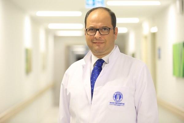 """Prof. Dr. Okan Bölükbaşı, ''Migren, iki aşamada izlenir. Birincisi, ağrı kesicilerin kullanıldığı kriz tedavisi."""""""