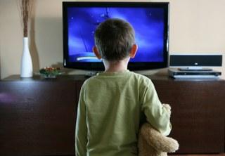 Ekran karşısında kalan 0-3 yaş grubundaki çocukların, bağımlılığa dönüşmesinden ziyade, beyinlerine zarar verdiğini belirten Mehmet Dinç.